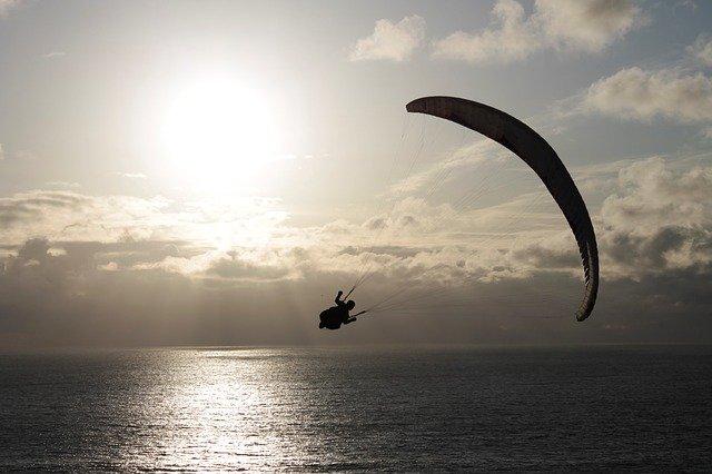 paragliding nad vodou
