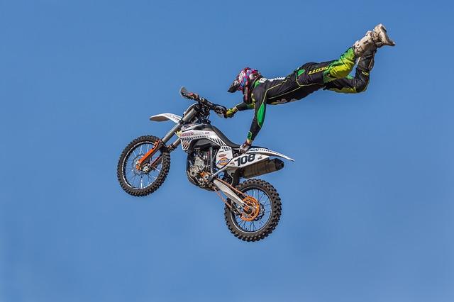skoky s motorkou
