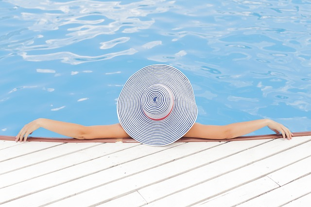 pruhovaný bazén