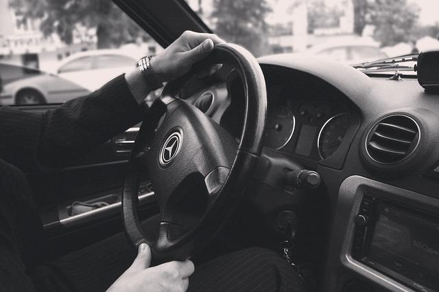řidič mercedesu.jpg