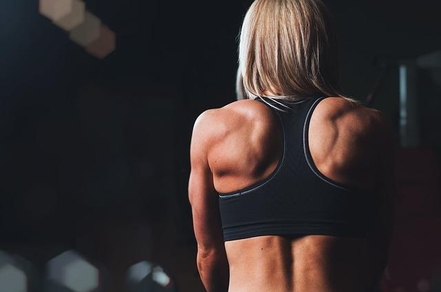 svalnatá ramena